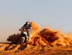 Dakar 2011: Motocykliści przyśpieszyli, awarie spowolniły Hołka